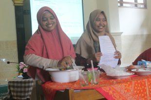 Demo membuat es timun selasih bersama Nurul dan Khusnul