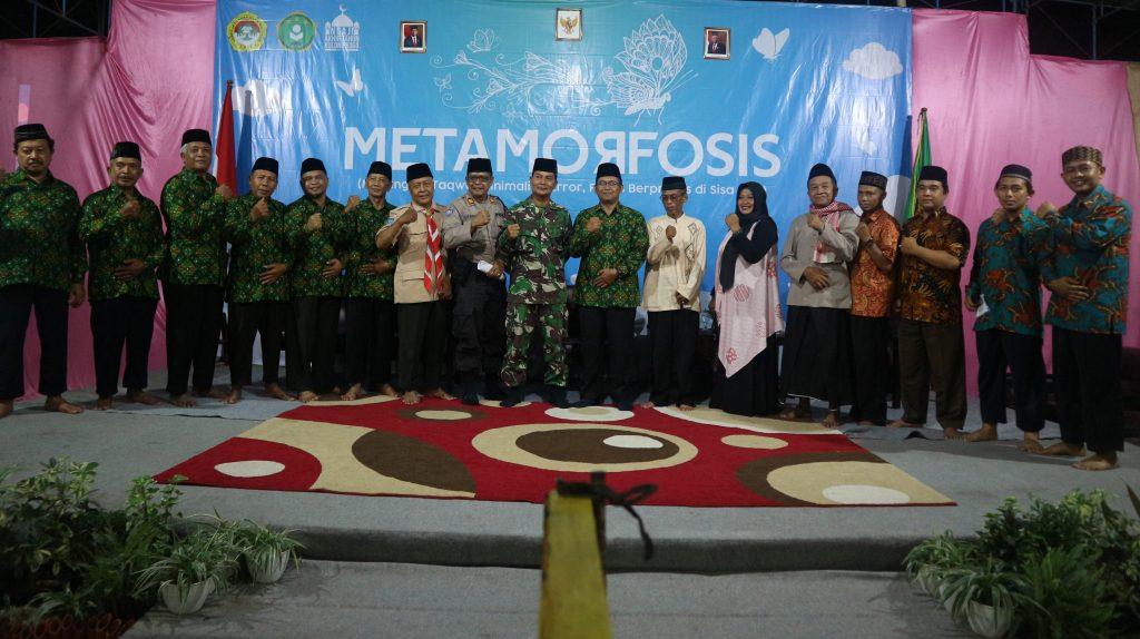 Narasumber dan pengurus harian DPD LDII Kulonprogo berfoto bersama usai talkshow