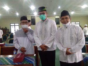 H Pandaya berfoto bersama Ketua MUI dan Wakil Bupati Kulonprogo seusai acara
